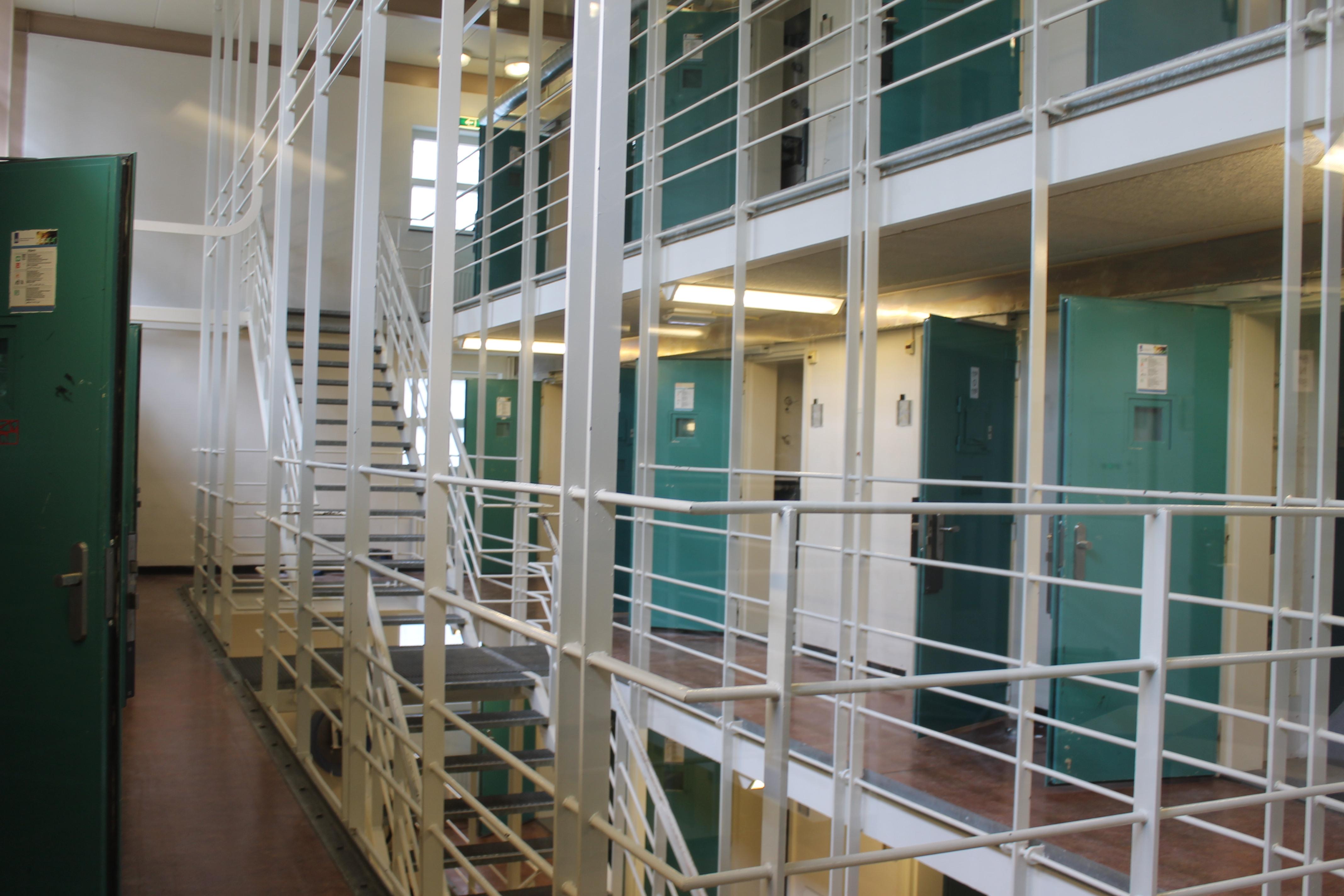 Dagblad: gevangenissen Veenhuizen blijven open